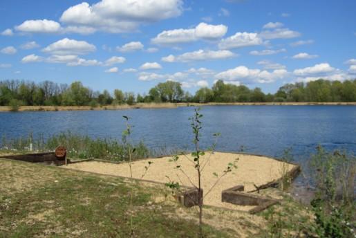 Lake 048